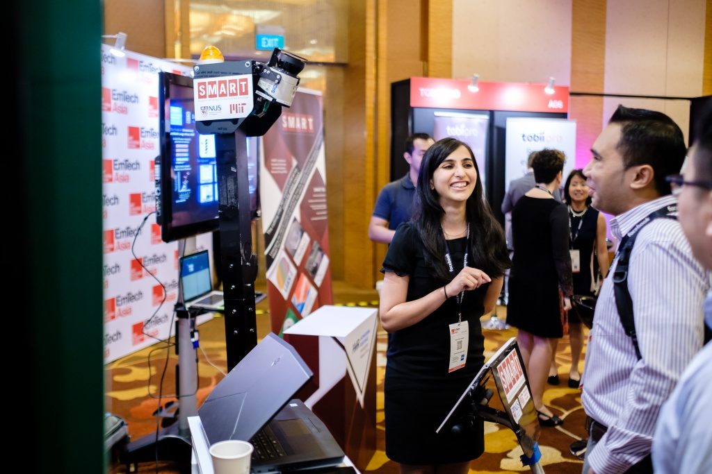SMART Scholar Dr Malika Meghani explaining to the delegate how the self-driving escooter helps to solve the first-and-last mile problem.